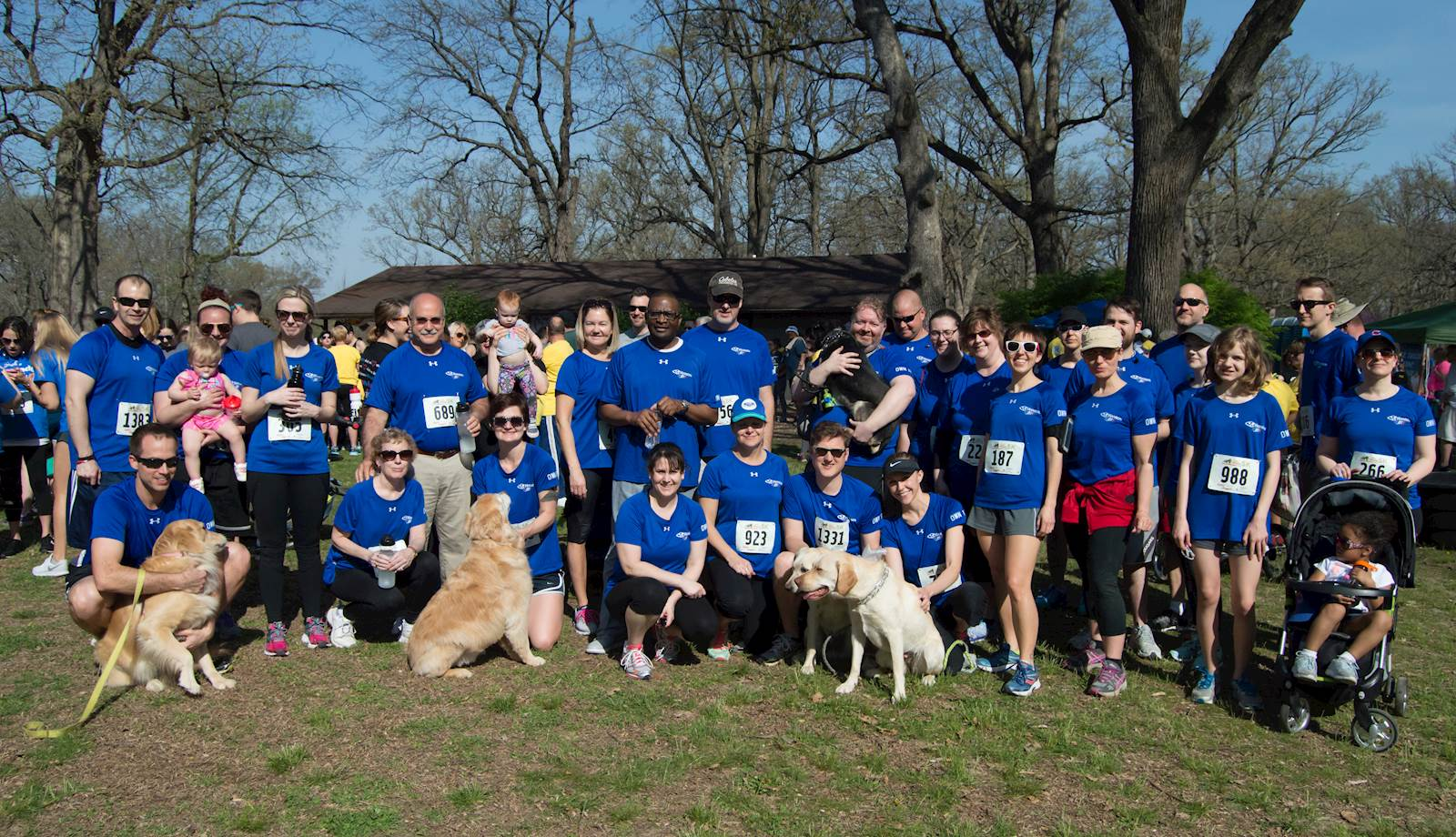 photo of a large group of Hanson staff at a 5K walk event