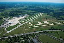 The Blue Grass Airport has two runways: Runway 4-22 and Runway 9-27.