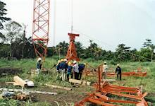 Workers build an antenna in São Tomé.