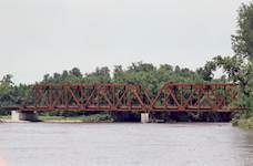 The new piers consisted of 10-foot-diameter drilled shafts installed on either side of the existing trusses. The piers were connected by a 10-foot-by-10-foot, cast-in-place concrete transfer beam.