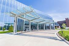 Hanson provided foundation design for the clinic's custom steel-and-glass entrance canopy.