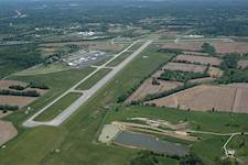 Hanson provided services to address sinkholes and rehabilitate the main runway at Monroe County Airport in Bloomington, Ind.