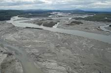 Working with the glacier-fed Tanana River, bridge designers had to account for sheet ice, ice jams and severe flooding in an area with a broad flood plain.